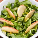 Salade de roquette, pomme, pak choi (ou pak choi en salade)