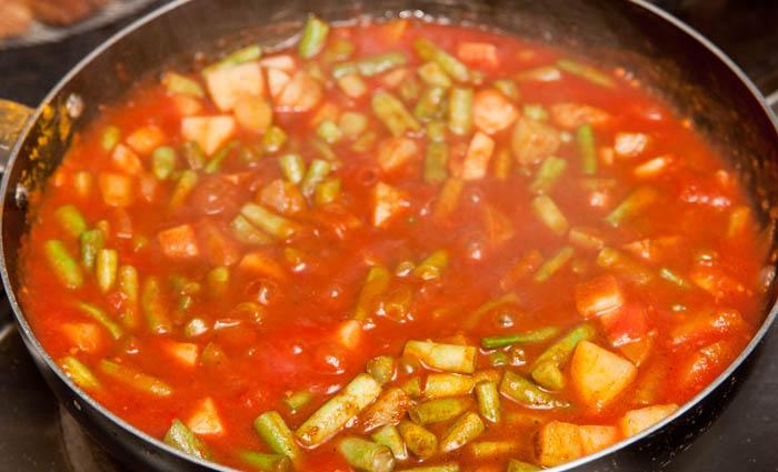 préparation de la recette de curry de légumes