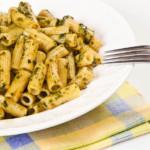 des pâtes en sauce pesto (recette de cuisine)