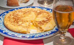 tortilla espagnole ou omelette espagnole, recette de cuisine traditionnelle de l'Espagne