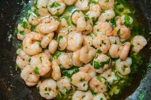 """gambas à l'ail ou """"gambas al ajillo"""", recette de cuisine espagnole typique"""