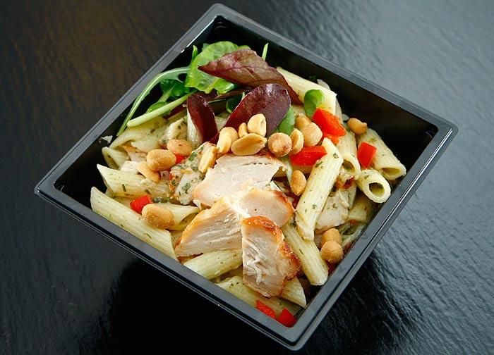 Salade de pâtes au poulet , recette de cuisine facile pour un dîner healthy