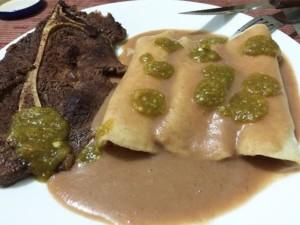 enfrijoladas, nourriture typique de la cuisine mexicaine