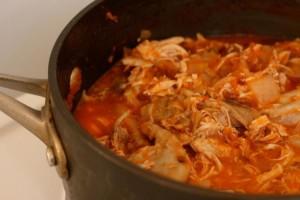 tinga de poulet, plat typique de la cuisine mexicaine