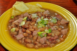 Frijoles charros ou haricots charros, plat typique de la cuisine mexicaine
