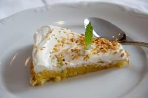 """gâteau """"tres leches"""" ou """"trois laits"""", plat typique de la cuisine mexicaine"""