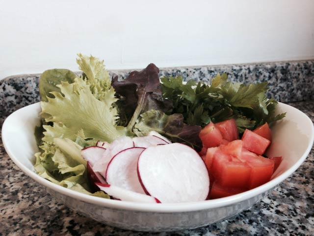 preparation de la recette de salade fattouche