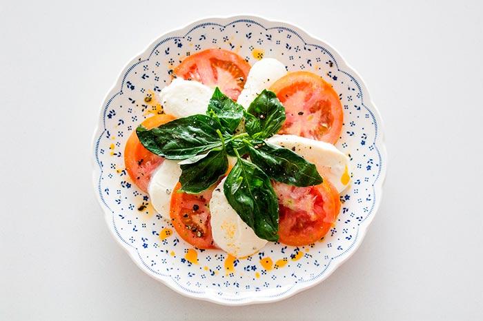 salade tomate mozarella : recette healthy pour le soir