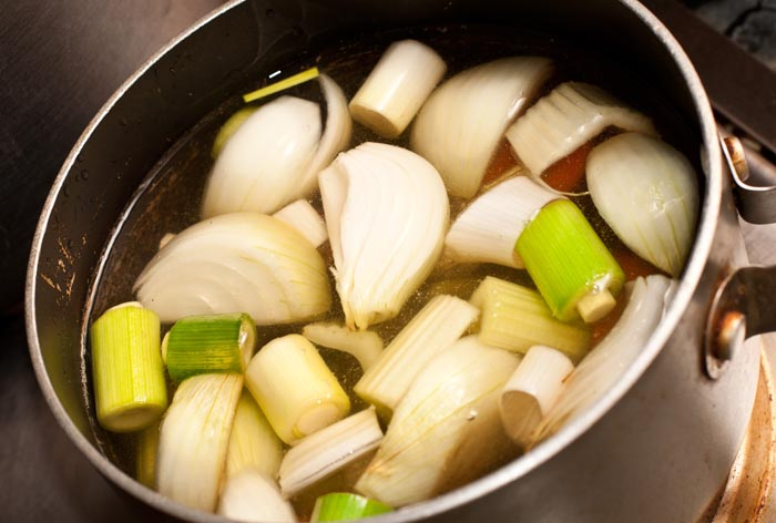 bouillon de légumes maison : recette de cuisine facile