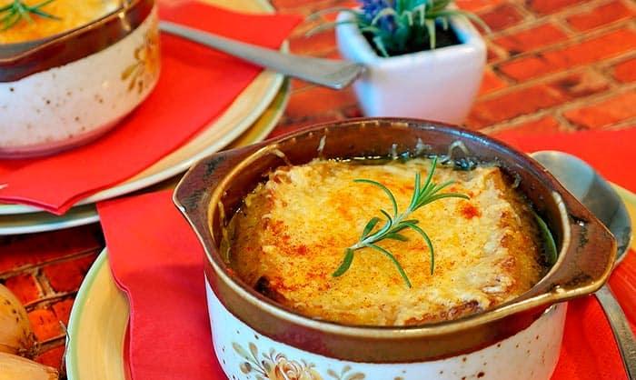 soupe à l'oignon de grand-mère, recette de cuisine facile