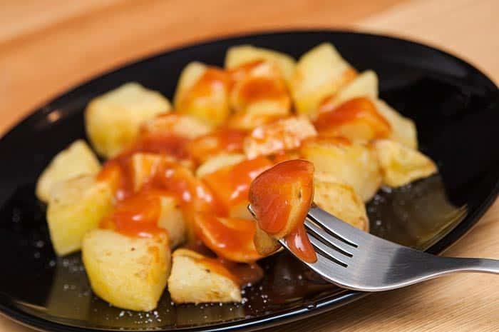 recette de patatas bravas espagnoles, très faciles