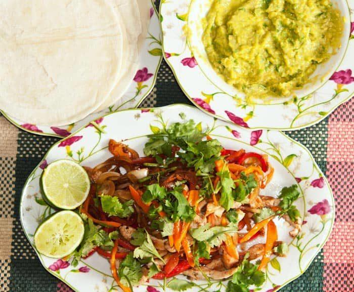 recette de fajitas de poulet mexicaines, avec du guacamole