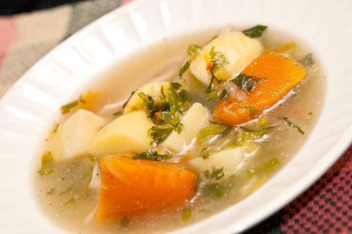 soupe de poulet maison : recette de grand-mère