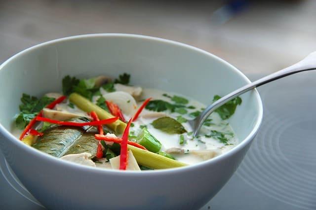 soupe thaï : recette de soupe au lait de coco, ou thom kha kai